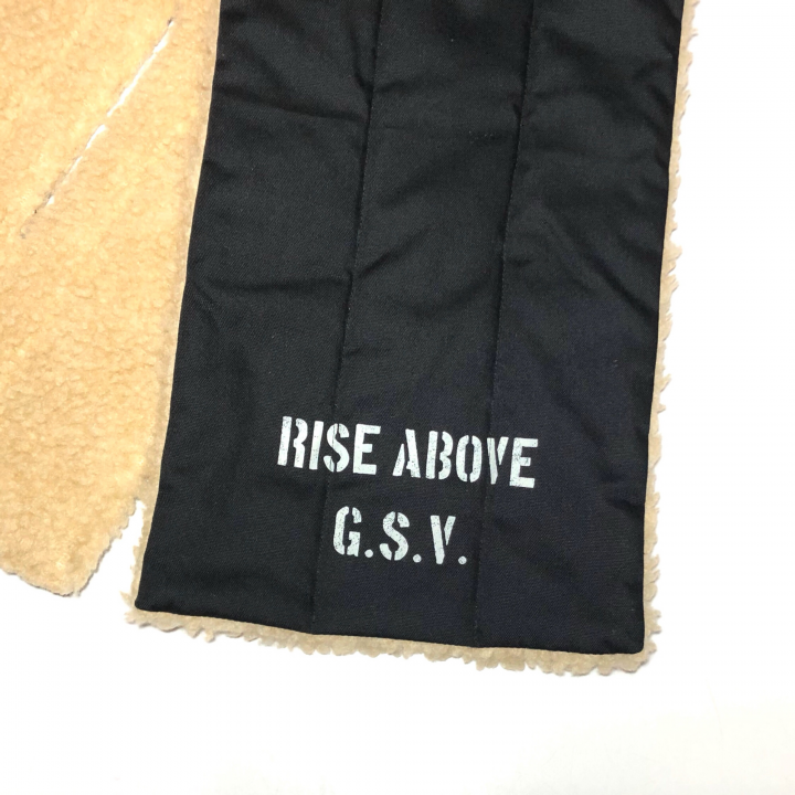 RISE ABOVE – REVERSIBLE PILE SCARFの商品画像3